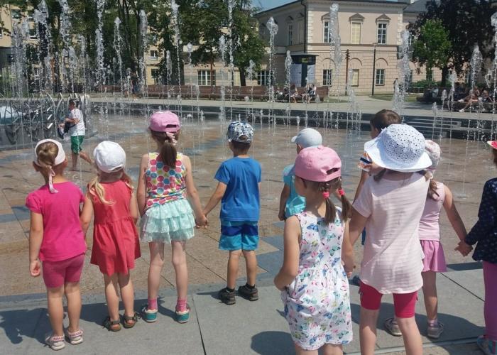 Przedszkole Pszczółka w Lublinie, dzieci w Ogrodzie Saskim